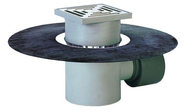 HL72.1HN Padlólefolyó DN75/110 vízszintes kimenettel, gyárilag felhegesztett bitumengallérral, bűzzárral, 148x148mm/138x138mm műanyag rácstartóval és ráccsal